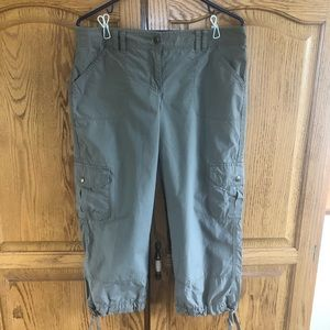 Tommy Hilfiger cargo style capris